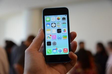Nếu chỉ nhìn mặt trước, thật khó để tìm ra sự khác biệt giữa iPhone 5C và iPhone 5