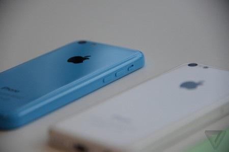 Các nút bấm cũng được bố trí tương tự như trên các phiên bản iPhone cũ