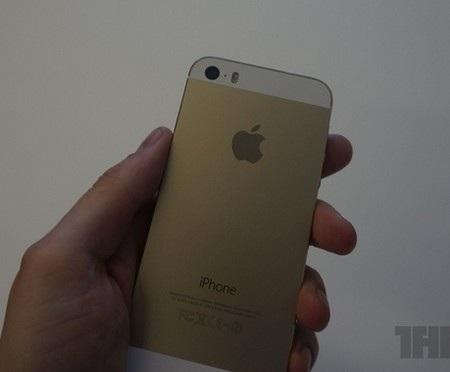 Cách bố trí các nút bấm hay khe cắm SIM vẫn tương tự như trên iPhone 5