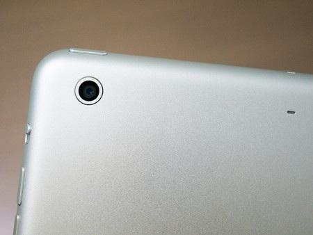 Cận cảnh camera 5 megapixel ở mặt sau của máy