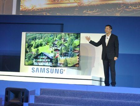 Samsung giới thiệu chiếc tivi màn hình cong độ phân giải Ultra HD đầu tiên trên thế giới