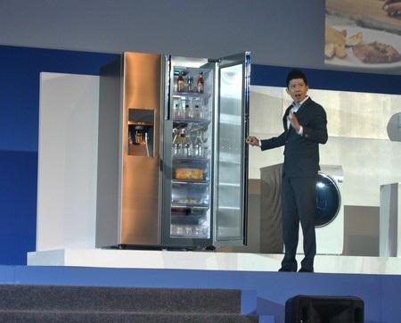 Tổng Giám đốc Samsung Việt Nam giới thiệu dòng máy tính bảng PRO tại SEA Forum 2014