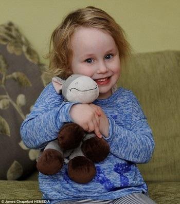 Nụ cười đáng yêu của cô bé mắc chứng rối loạn hiếm gặp