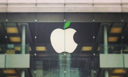 """Logo tại các Apple Store được đổi màu để hưởng ứng """"Ngày trái đất"""""""