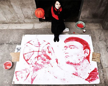 Vận động viên bóng rổ Yao Ming được vẽ từ trái bóng rổ