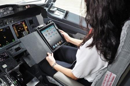 Hiện nhiều hãng hàng không đang trang bị máy tính bảng cho phi công của mình