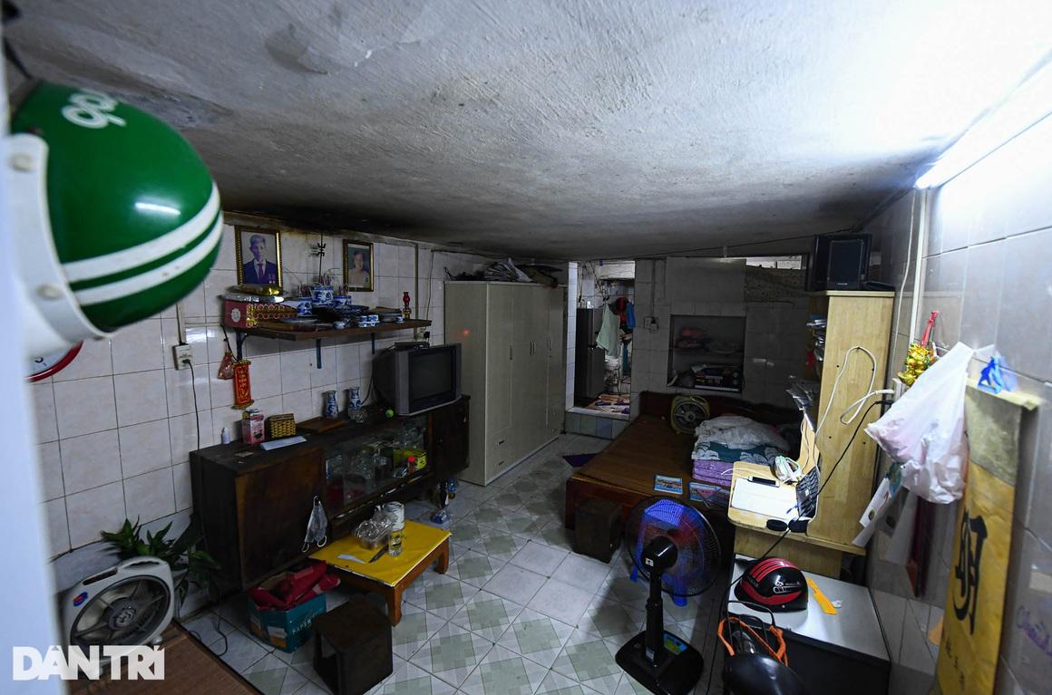 Nhà biến thành hầm ẩm thấp, dột nát tại chung cư tập thể cũ Hà Nội - 4