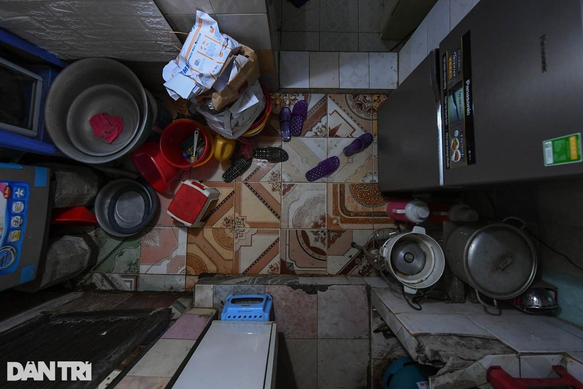 Nhà biến thành hầm ẩm thấp, dột nát tại chung cư tập thể cũ Hà Nội - 5