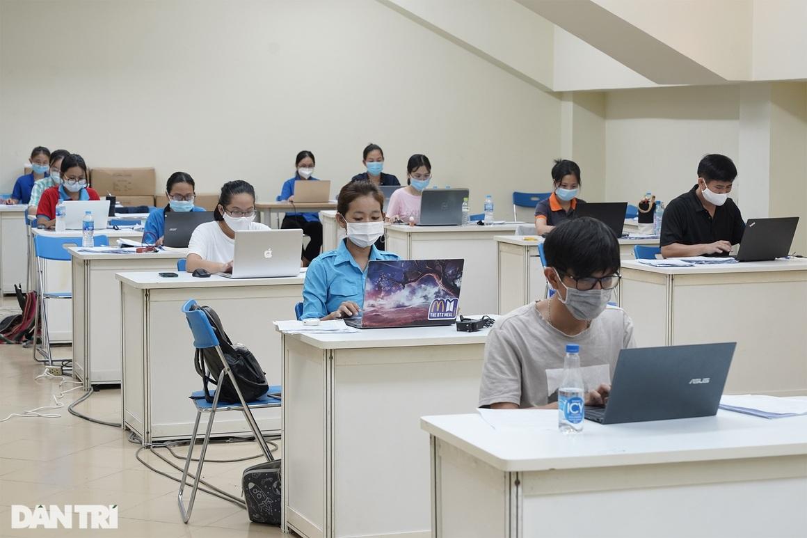 Theo chân 300 sinh viên Hải Dương giúp TPHCM chống dịch giữa ồn ào dư luận - 15