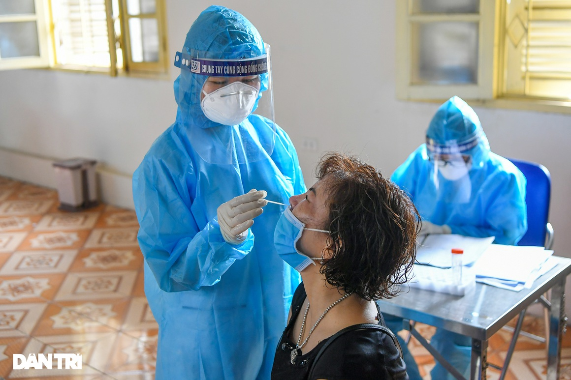 Hình ảnh ngày đầu xét nghiệm Covid-19 cho hơn 6.000 dân từ TPHCM về Hà Nội - 6