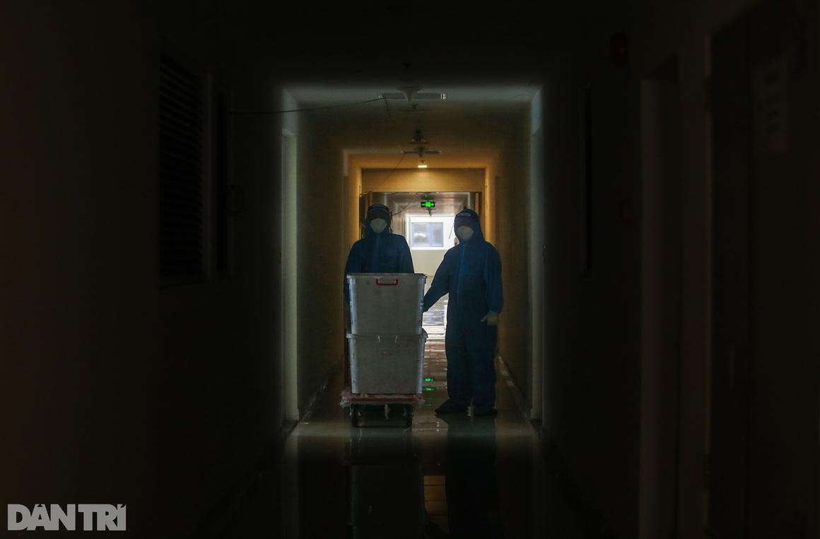 Một ngày bên trong Bệnh viện dã chiến lớn nhất TPHCM đang điều trị 3.400 F0 - 14