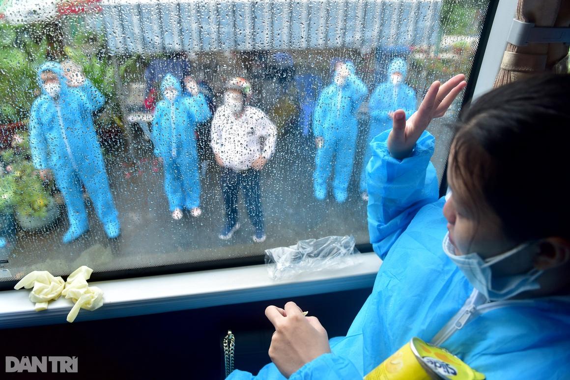 500 công dân Quảng Nam lên xe khách rời tâm dịch TPHCM trở về quê nhà - 10