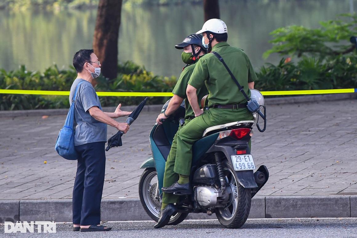 Hà Nội ngày đầu thực hiện Chỉ thị 16: Đường phố vắng, chợ dân sinh đông đúc - 6