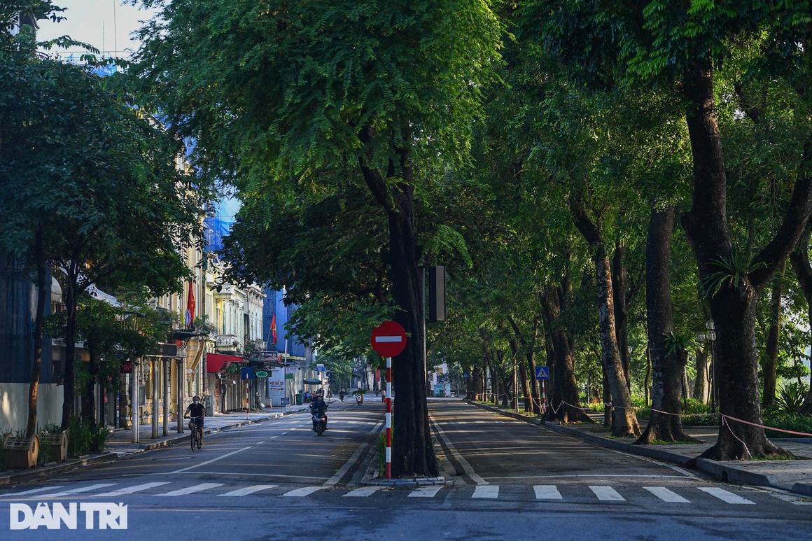 Hà Nội ngày đầu thực hiện Chỉ thị 16: Đường phố vắng, chợ dân sinh đông đúc - 4