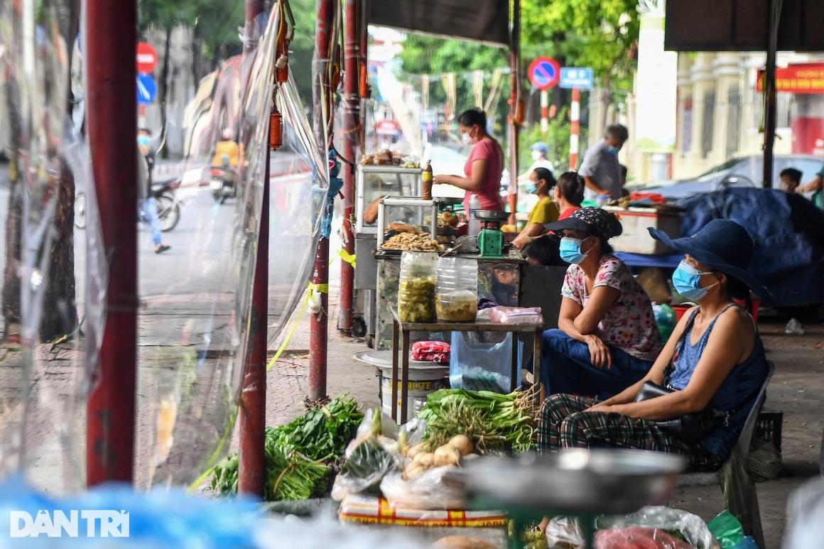 Độc đáo những phương pháp phòng dịch tại các chợ dân sinh ở Hà Nội - 5