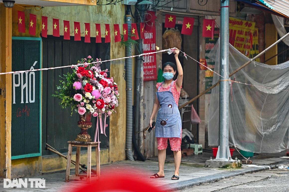 Độc lạ cách bán hàng mùa dịch chưa từng có tại khu chợ nhà giàu Hà Nội - 8