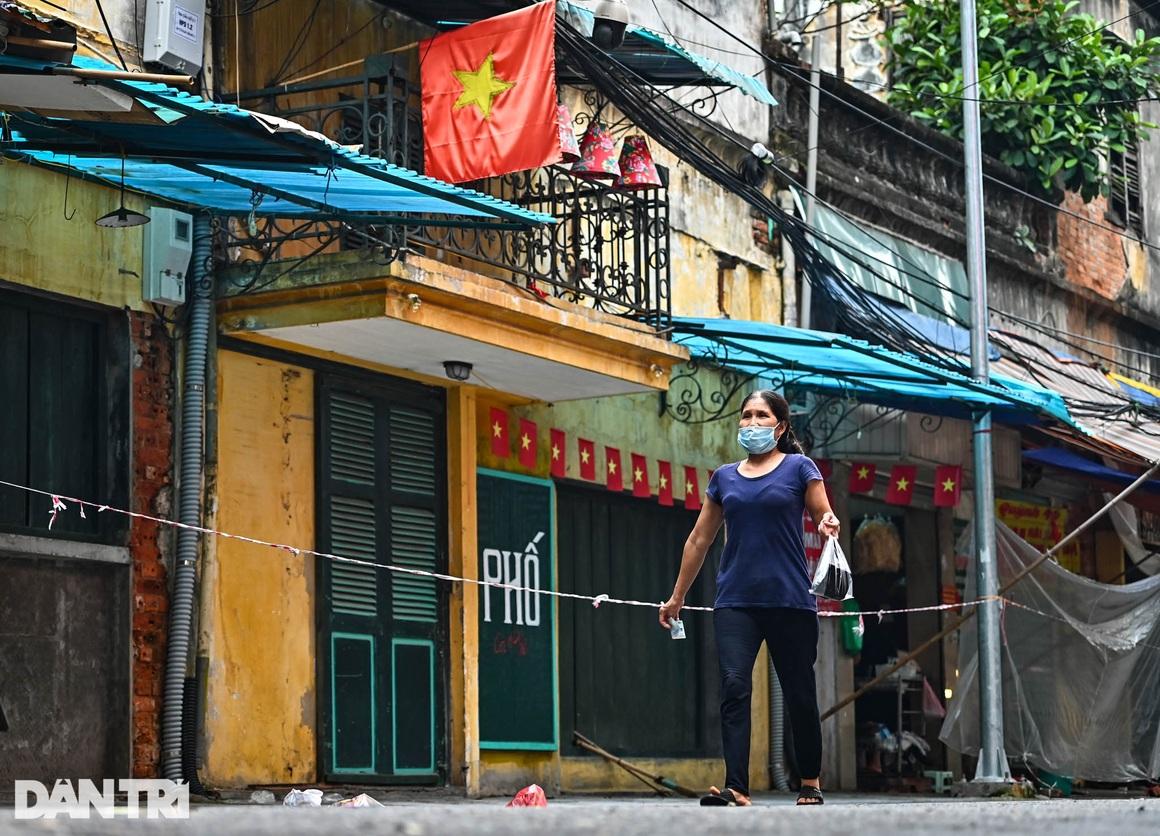 Độc lạ cách bán hàng mùa dịch chưa từng có tại khu chợ nhà giàu Hà Nội - 9