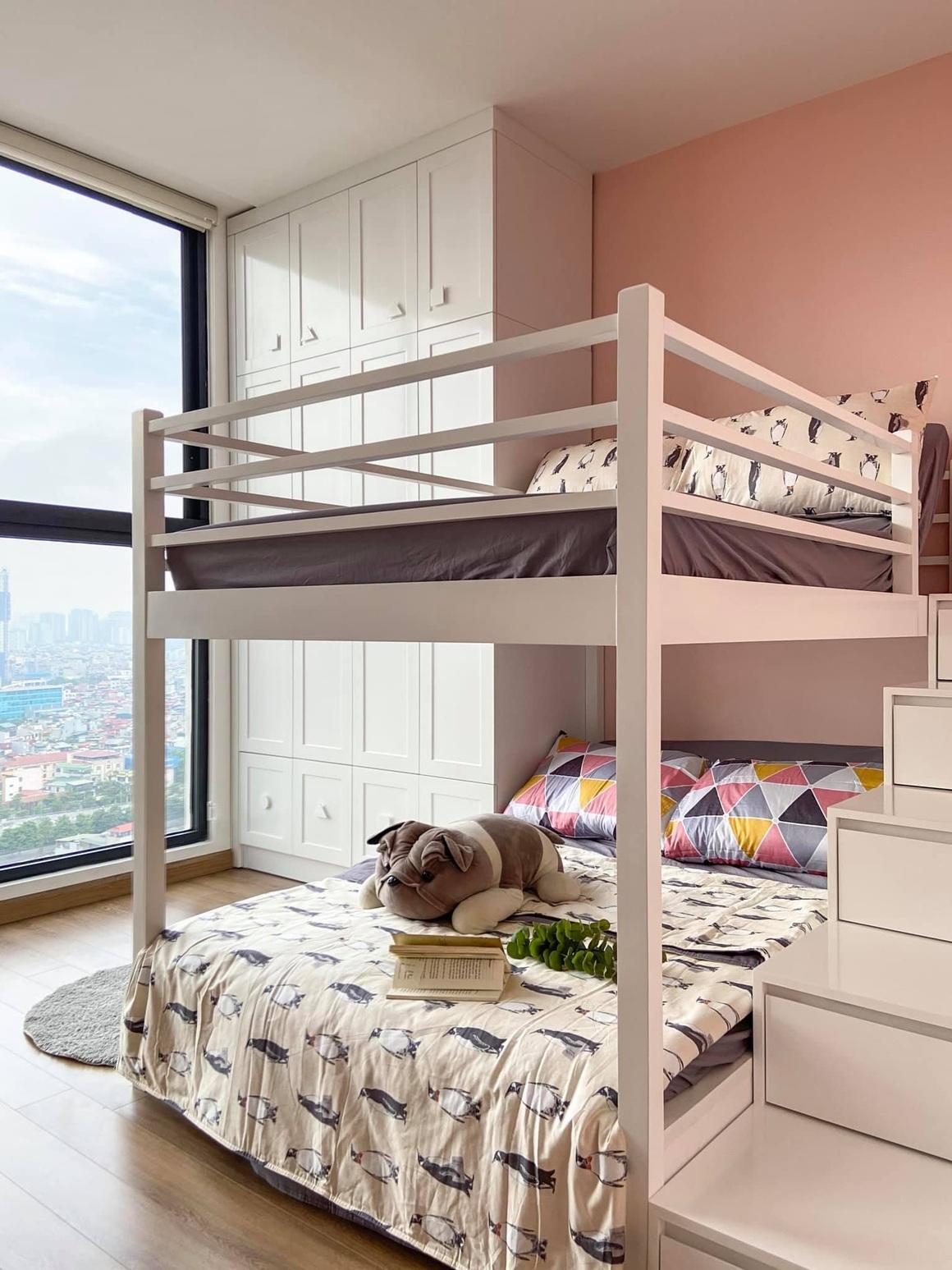 Ngắm căn hộ của gia chủ khó tính: Nội thất đẹp, lạ với tông màu xanh đậm - 14