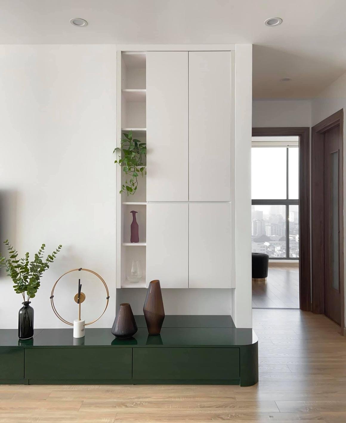 Ngắm căn hộ của gia chủ khó tính: Nội thất đẹp, lạ với tông màu xanh đậm - 9