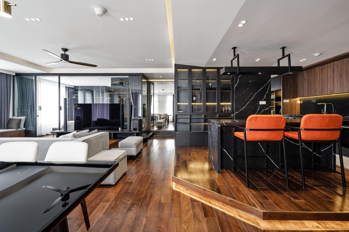 Căn hộ 115 m2 lạ mắt với nội thất tông màu đen chủ đạo - 2