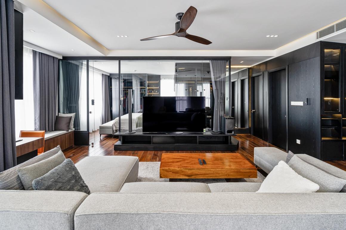 Căn hộ 115 m2 lạ mắt với nội thất tông màu đen chủ đạo - 3