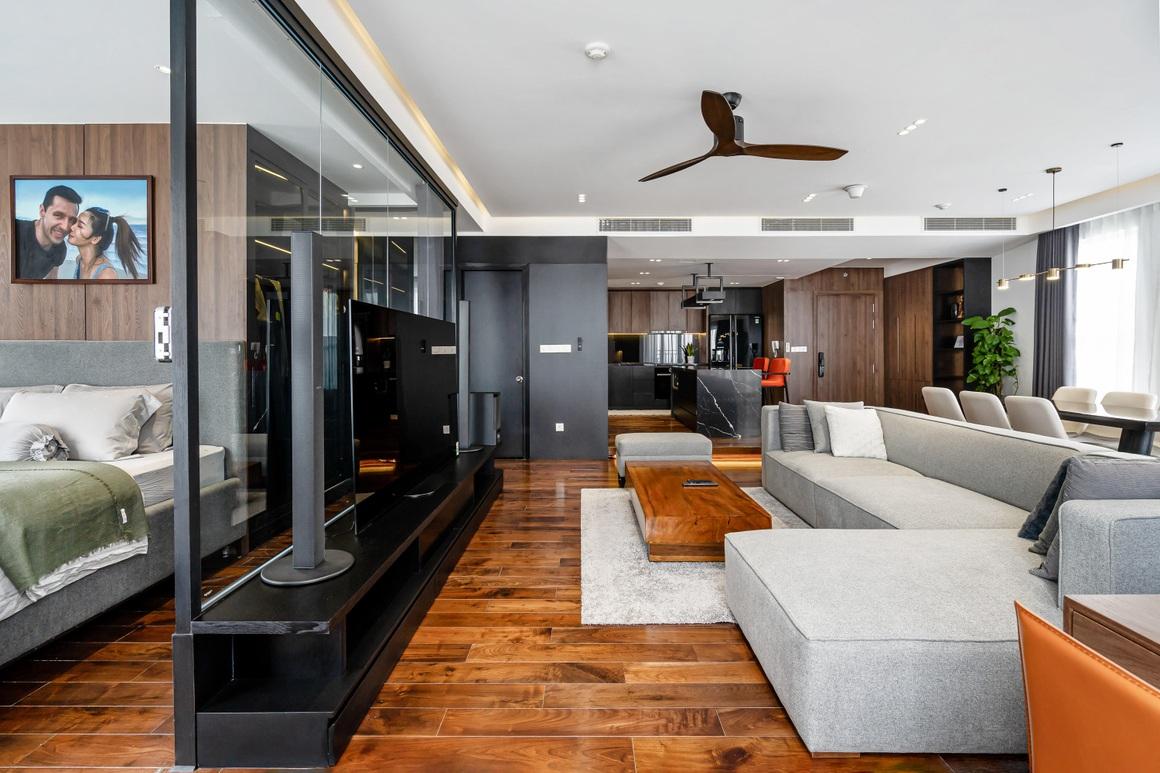 Căn hộ 115 m2 lạ mắt với nội thất tông màu đen chủ đạo - 4