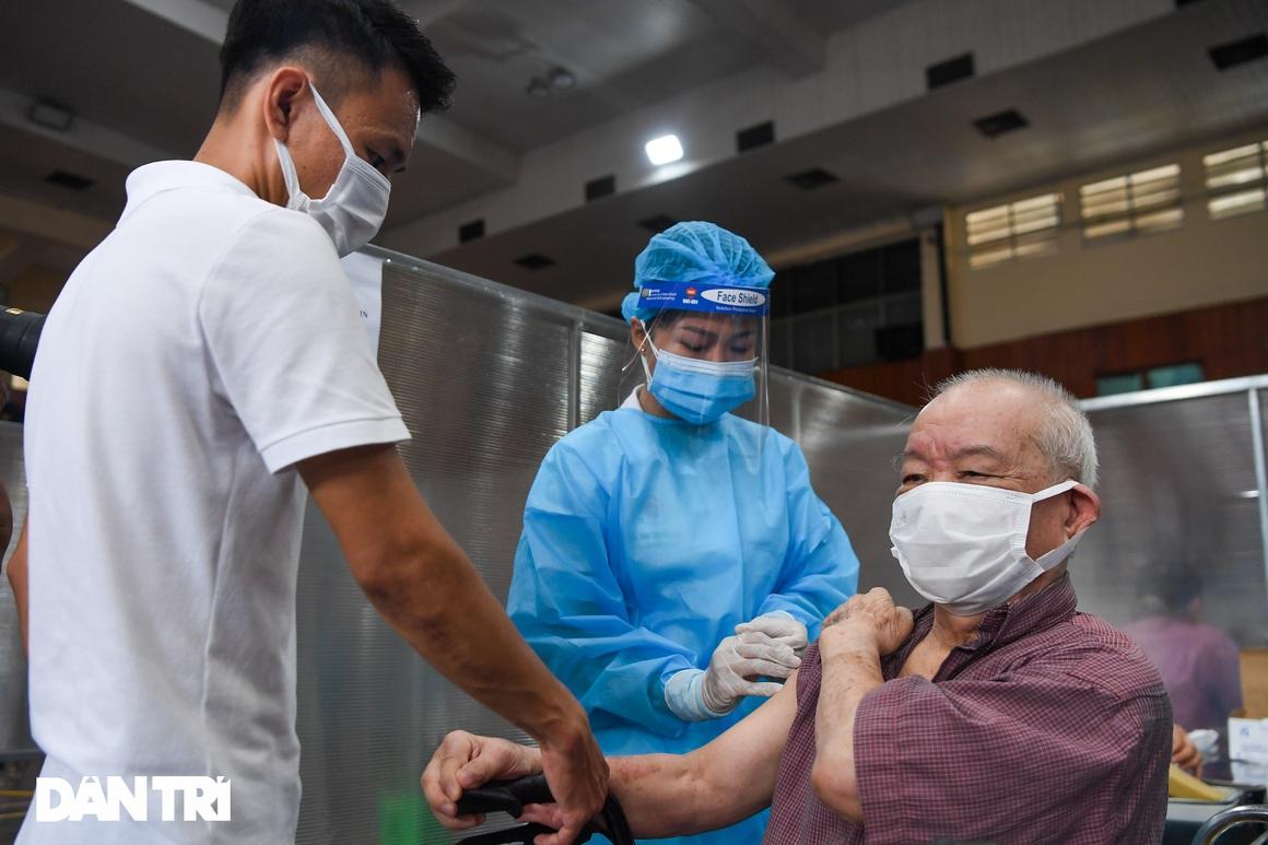 Ảnh: Toàn cảnh Chiến dịch truy vết và phủ vắc xin ngừa Covid-19 tại Hà Nội - 11