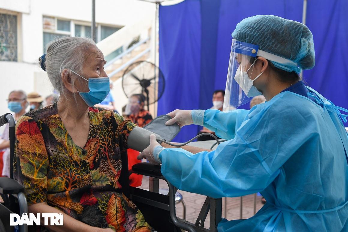 Ảnh: Toàn cảnh Chiến dịch truy vết và phủ vắc xin ngừa Covid-19 tại Hà Nội - 10