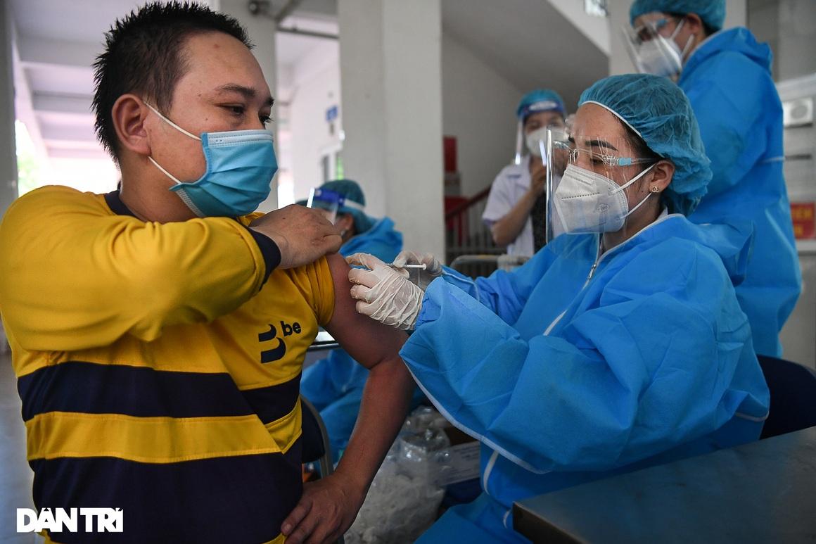 Ảnh: Toàn cảnh Chiến dịch truy vết và phủ vắc xin ngừa Covid-19 tại Hà Nội - 15
