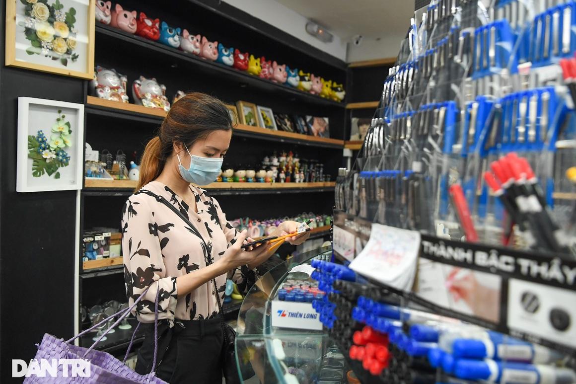 Ngày đầu hàng quán 19 quận huyện ở Hà Nội được mở cửa bán mang về - 16