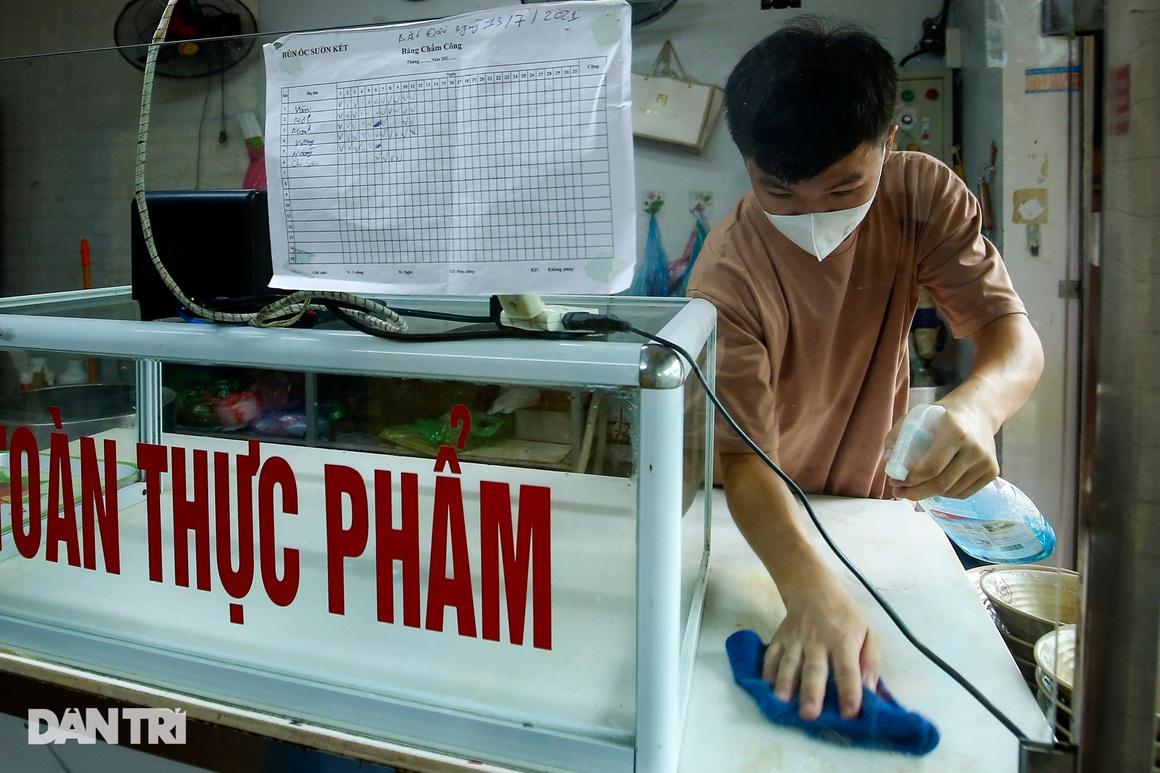 Ngày đầu hàng quán 19 quận huyện ở Hà Nội được mở cửa bán mang về - 5