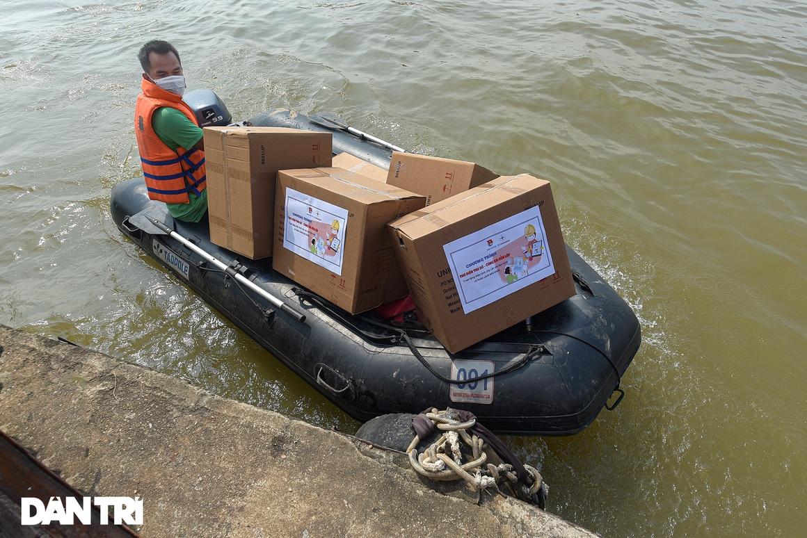 25 máy tính, tablet - Quà Trung thu đặc biệt với trẻ em làng chài sông Hồng - 3