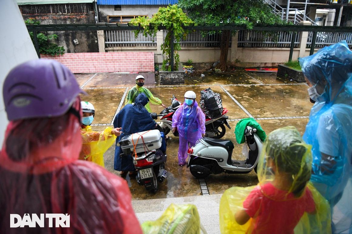 Đón 85 công dân phường Thanh Xuân Trung trở về nhà sau hơn 20 ngày cách ly - 13