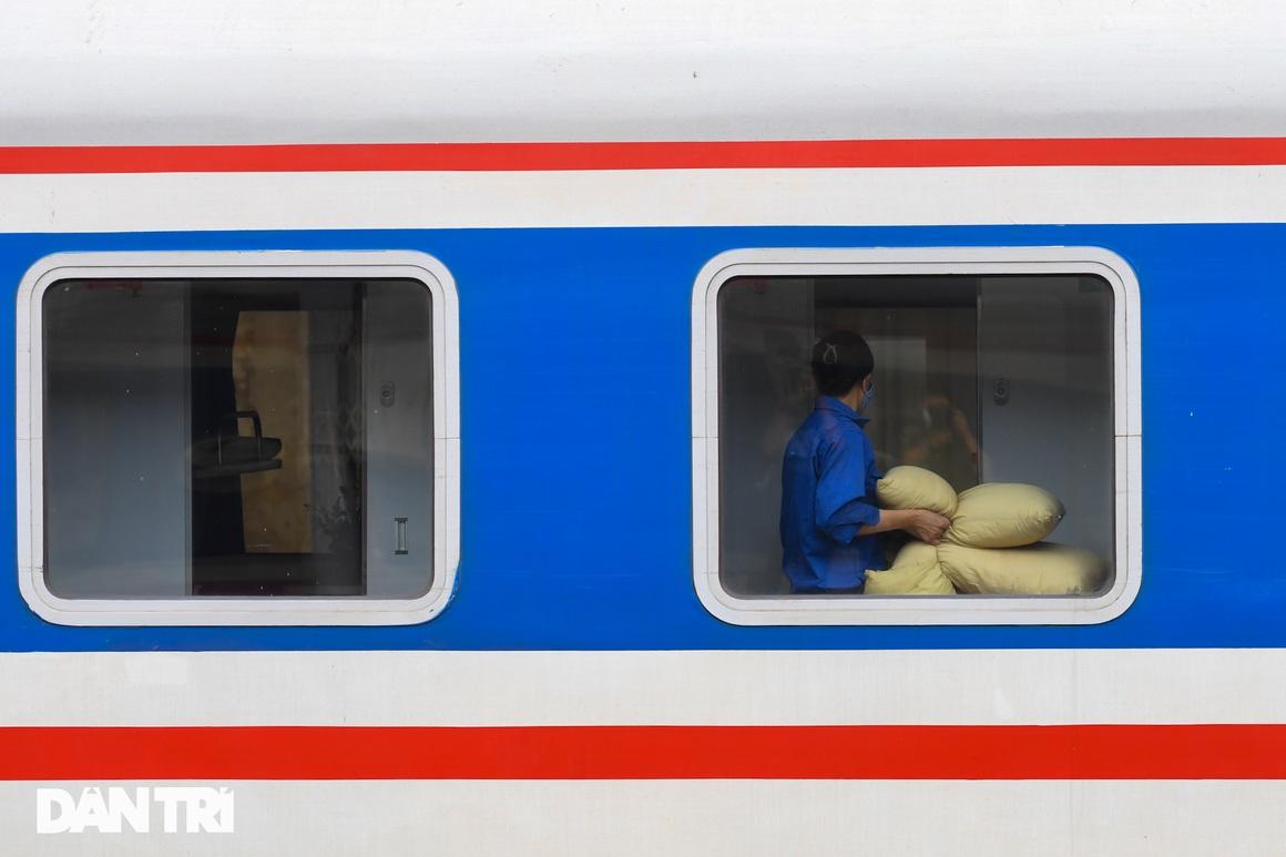 Hà Nội đón chuyến tàu khách đầu tiên đến từ Hải Phòng sau giãn cách - 6