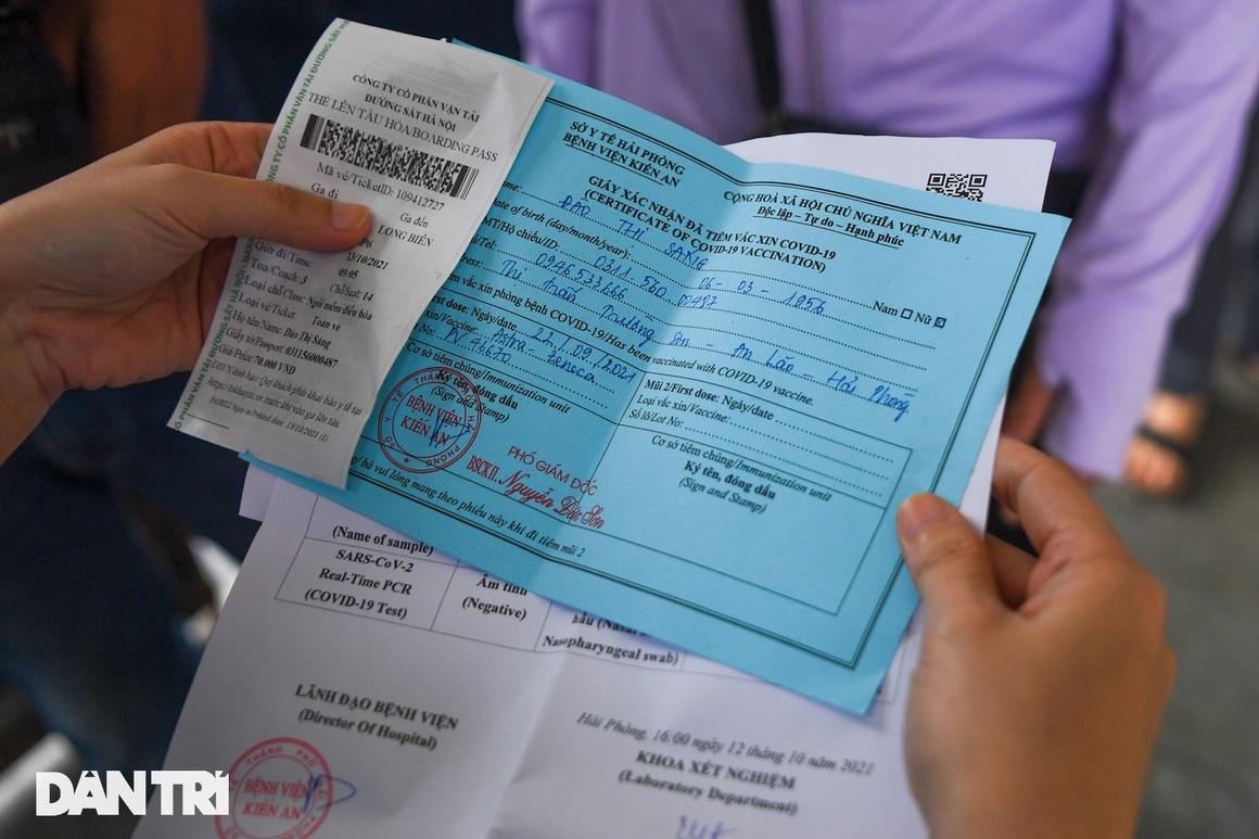 Hà Nội đón chuyến tàu khách đầu tiên đến từ Hải Phòng sau giãn cách - 14