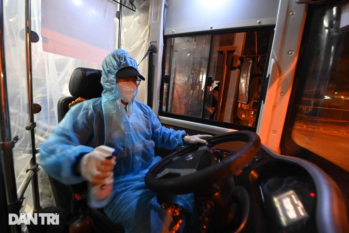 Toàn cảnh các bãi tập kết xe buýt Hà Nội trước ngày dỡ chiếu - 14