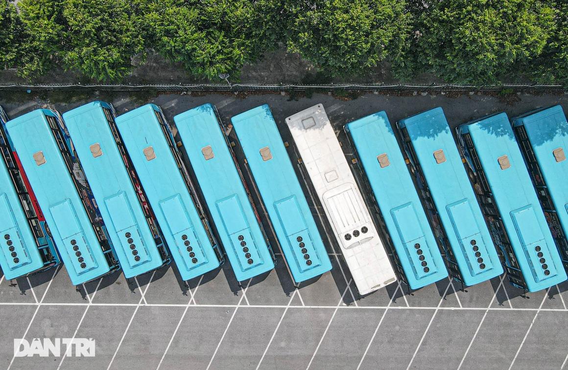 Toàn cảnh các bãi tập kết xe buýt Hà Nội trước ngày dỡ chiếu - 4
