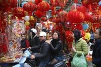 Chợ hoa phố cổ Hà Nội nhộn nhịp đón Tết