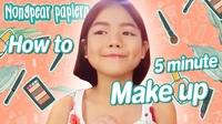 Cô bé 12 tuổi hướng dẫn mọi người cách trang điểm