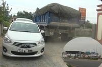 Dân bất an vì ô tô tràn qua đường làng để tránh trạm thu phí