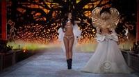 Shanina Shaik trình diễn cho Victoria's Secret