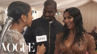Kim Kardashian đẹp đôi bên chồng
