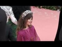 Dakota Johnson đẹp như công chúa