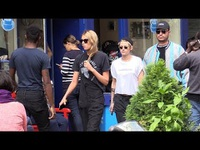 Kristen Stewart ra phố cùng Stella Maxwell