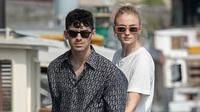 Joe Jonas và Sophie Turner kết hôn tại Pháp