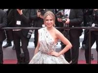 Kimberley Garner rạng rỡ tại LHP Cannes