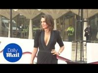 Danielle Lloyd gợi cảm với váy xẻ sâu