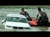 Thanh niên lao xe BMW xuống sông vì dỗi bố mẹ không mua xe Jaguar