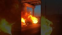 Tesla Model 3 bùng cháy sau va chạm