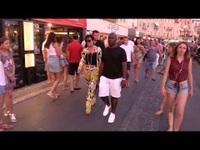 Kris Jenner và Corey Gamble sành điệu dạo phố